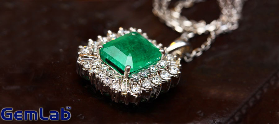 Influence-Of-Emerald-Stone-On-Your-Career